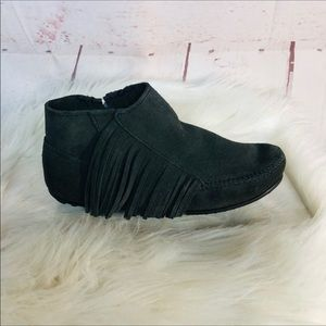 Minnetonka Gray Fringe Ankle Boots Size 6.5